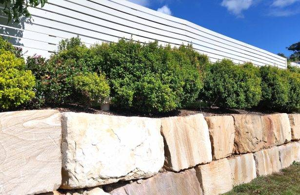 Ways to Use Sandstone in the Garden