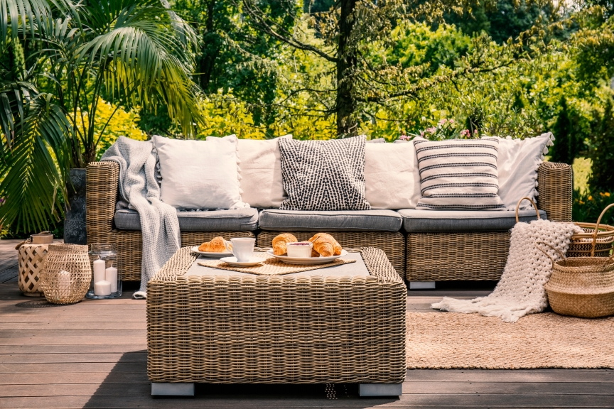 Usable-Outdoor-SPaces-furniture.-Throws