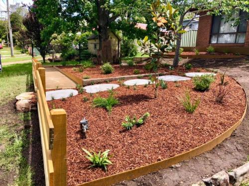 Corten steel garden edgeing