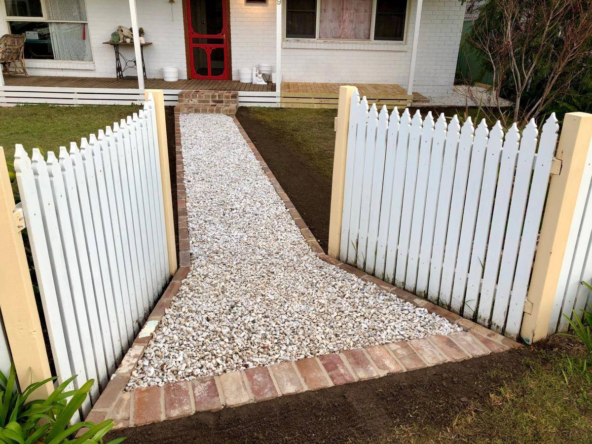 Pebble Path between timber front entrance gates