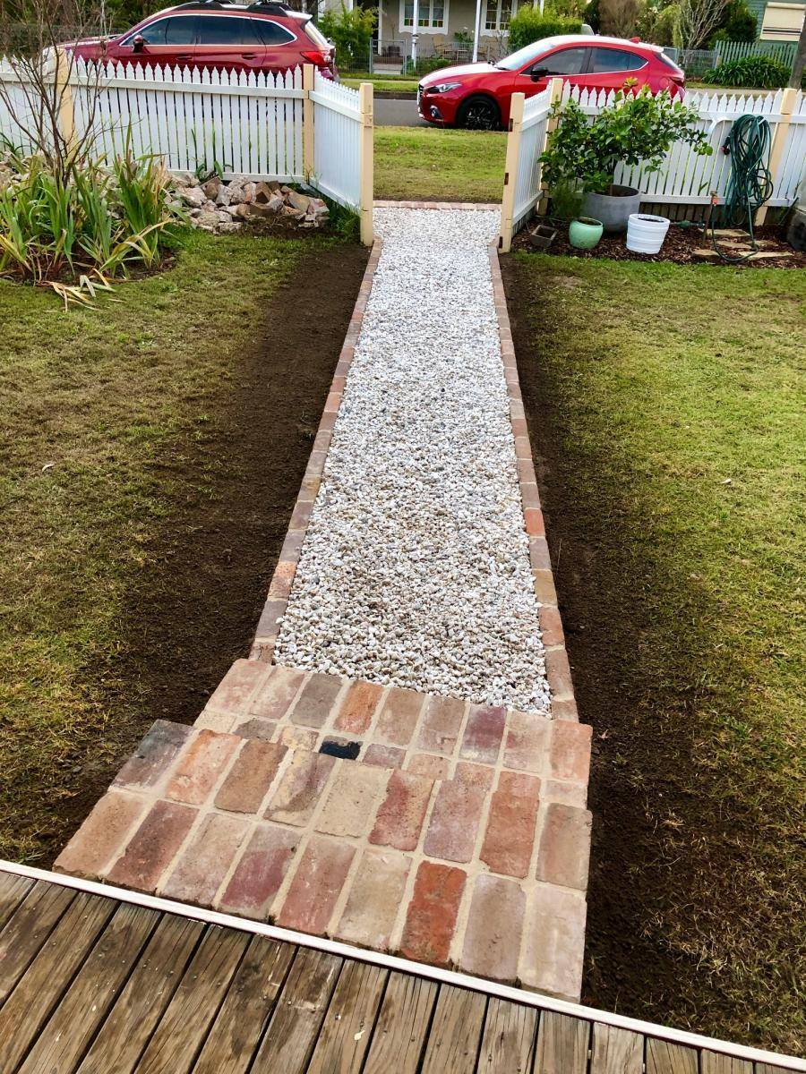 Gravel Front Pathway