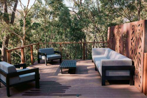 Ekodeck with outdoor lounge and corten screens