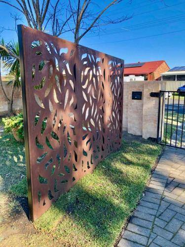 Outdoor Corten Steel Privacy Screen