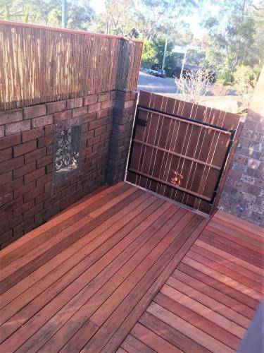 Springwood fresh perspective landscapes structural landscaping blue mountains landscape construction timber deck merbau travertine gate bamboo screen stairs10