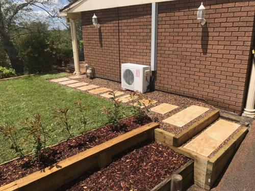 Winmalee retaining wall sloping block paving sandstone turf landscape construction blue mountains structural fresh perspective landscapes Winmalee 10