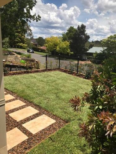 Winmalee retaining wall sloping block paving sandstone turf landscape construction blue mountains structural fresh perspective landscapes Winmalee 2